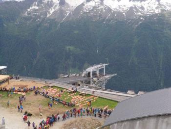 Warten nach dem Zieleinlauf beim Cross du Mont-Blanc
