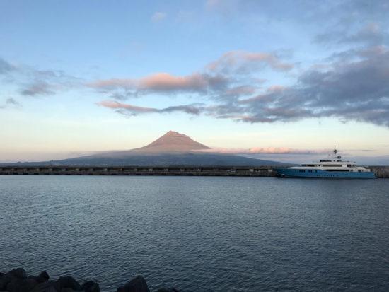 Azores Trail Run: Pico im Abendhimmel