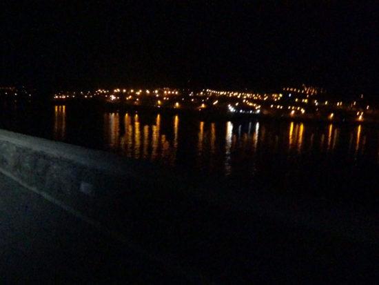 Azores Trail Run: Strand von Horta bei Nacht